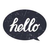 Hello räcker attraktionbokstäverkalligrafi på svart bubbla med grungetextur för trycket, kortet, affischen, skjorta royaltyfria foton