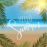 Hello sommarbokstäver, gömma i handflatan filialer Tropisk bakgrund, blått havlandskap Royaltyfri Foto