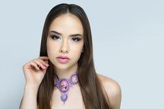 Hellrosa Lippenstift der Frauenschönheit Farb stockfoto