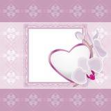 Hellvioletter Ornamentrahmen mit Herzen und blühenden Orchideen Lizenzfreies Stockfoto