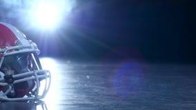 Helm Amerikaanse voetbalsters op de rookachtergrond Clous omhoog stock video