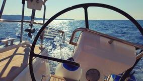 Helm auf Segelboot Lizenzfreie Stockfotografie