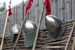 Helm en spear Stock Afbeeldingen