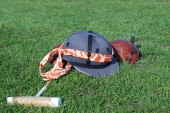 Helm, houten hamer, knieschijf Royalty-vrije Stock Afbeelding