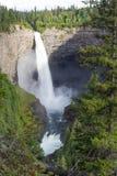 Helmcken faller i brunnar Gray Provincial Park nära Clearwater, British Columbia, Kanada Helmcken som nedgångar är en 141 M vatte Arkivbilder