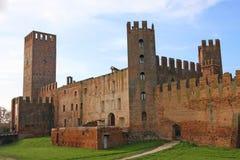 Helme und Türme des mittelalterlichen Schlosses von Montagnana Stockfotografie