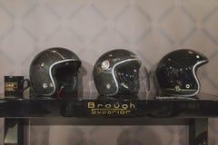 Helmen op vertoning bij EICMA 2014 in Milaan, Italië Royalty-vrije Stock Afbeelding