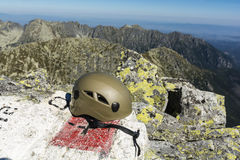 Helmet at the border post at the top of the mountains Royalty Free Stock Images