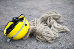 Helmet and safety rope Royalty Free Stock Photos