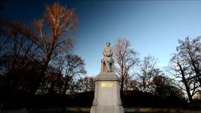 Helmuth Graf de monument de Moltke à son emplacement actuel à la poupe de Grosse en Berlin Tiergarten le 2016, l'Allemagne banque de vidéos