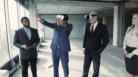 With the help of head-mounted display architect shows how to change the room after redevelopment