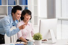 Helping attractive colleague Royalty Free Stock Photos