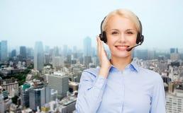 Helpline operator w słuchawki nad miasta tłem Zdjęcie Stock