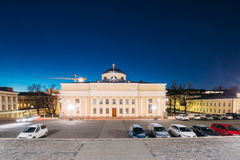 Helsínquia, Finlandia Biblioteca nacional de Finlandia na iluminação na iluminação da noite ou da noite imagem de stock royalty free