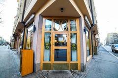 Helsínquia, Finlandia - 24 de dezembro de 2015: Tomada de Mcdonalds em Helsi Fotografia de Stock