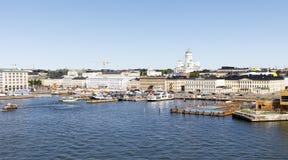 HELSÍNQUIA, FINLANDIA - 7 DE JULHO DE 2017: Panorama de Helsínquia, Fi da cidade Fotografia de Stock