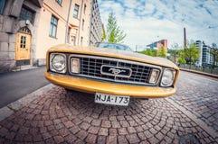 Helsínquia, Finlandia - 16 de maio de 2016: Carro velho Ford Mustang lente de fisheye da perspectiva da distorção imagem de stock royalty free
