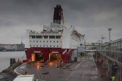 HELSÍNQUIA, FINLANDIA - 25 DE OUTUBRO: a LINHA de VIKING do ferryboat é amarrada na amarração no porto da cidade de Helsínquia, F Foto de Stock