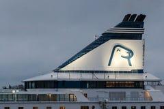 HELSÍNQUIA, FINLANDIA - 25 DE OUTUBRO: a LINHA do ferryboat SILJA navega do porto da cidade de Helsínquia, Finlandia 25 de outubr Fotos de Stock