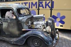 Helsínquia, o 23 de agosto de 2014 - carro do vintage na rua de Helsínquia em Finlandia Foto de Stock Royalty Free