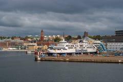 Helsingbog, Suède - 9 octobre 2016 : vue de la ville et du port à bord du ferry à naviguer au Danemark Image libre de droits
