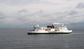 Helsingbog Sverige - Oktober 9, 2016: Passagerarfärjan på linjen Helsingborg - Helsingor, Danmark fotografering för bildbyråer