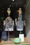 Helsingfors august 23 2014-Fashion shoppar fönstret från Helsingfors i Finland Royaltyfria Foton