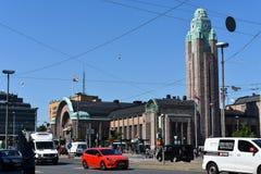 Helsingfors den centrala järnvägsstationen på LGBT-vecka arkivbilder