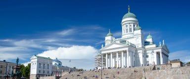 Helsingfors domkyrka och staty av kejsaren Alexander II, Finland arkivbild