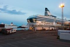 HELSINGFORS FINLAND-DECEMBER 14: Den Silja Line färjan på förtöja i staden av Helsingfors Royaltyfri Bild
