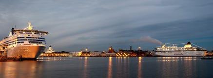 HELSINGFORS FINLAND-DECEMBER 14: Silja Line och Viking Line färjer i port av staden av Helsingfors Arkivfoto