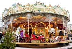 Helsingfors Finland 21 December 2015 - traditionell karusell på julmarknaden Arkivbilder