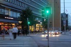 Helsingfors Finland. Den centrala gatan i natten Royaltyfri Foto