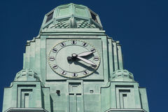 Helsingfors Finland för detalj för klockatorn järnvägsstation Arkivfoto