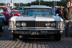 Helsingfors Finland gammal bil Buick Riviera Arkivbild