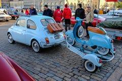 Helsingfors Finland gammal bil FIAT 500L Arkivfoton