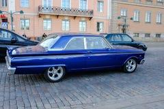 Helsingfors Finland gammal bil Ford Fairlane 500 Arkivbilder