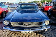 Helsingfors Finland gammal bil Ford Mustang Arkivbild