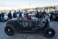 Helsingfors Finland gammal bil Offenhauser Arkivfoto