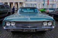 Helsingfors Finland gammal bil Oldsmobile 98 Royaltyfri Fotografi