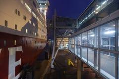 HELSINGFORS FINLAND-JANUARY 5: Färjan Viking Line förtöjas på Arkivbild
