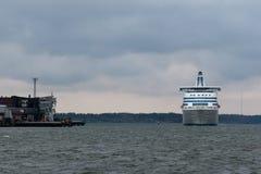 HELSINGFORS FINLAND - OKTOBER 25: färjan Silja Line ankommer till Helsingfors port, Finland OKTOBER 25 2016 Fotografering för Bildbyråer