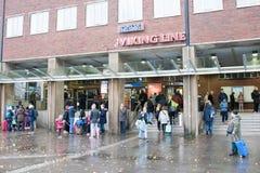 HELSINGFORS FINLAND - OKTOBER 27: terminallätthet av färjaföretaget Viking Line i Helsinkii, Finland OKTOBER 27 2016 Arkivfoto