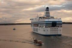 HELSINGFORS FINLAND-SEPTEMBER 27: Färjan Silja Line förtöjas på förtöja i staden av Helsingfors Royaltyfria Bilder