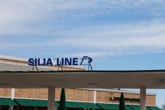 HELSINGFORS - MARS 29: Den Silja Line färjan på terminalen Arkivbild