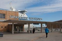 HELSINGFORS - MARS 29: Den Silja Line färjan på terminalen Royaltyfri Fotografi