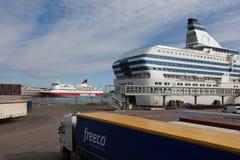 HELSINGFORS - MARS 29: Den Silja Line färjan på terminalen Fotografering för Bildbyråer