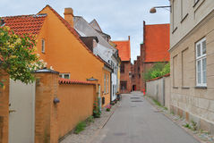 Helsingor Danmark. Gata av den gamla staden arkivbilder