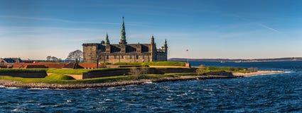Helsingor Danmark - Maj 01, 2017: Kronborg slott i Helsingor royaltyfri bild