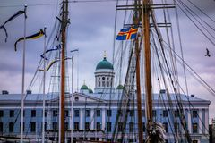 Helsinki detrás de palos Fotos de archivo libres de regalías
